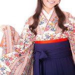 袴姿の女性の写真